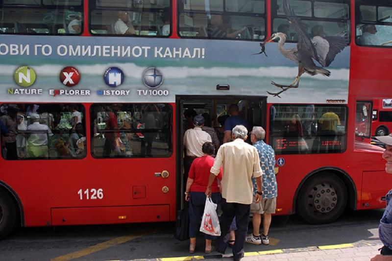 se-kachila-vo-avtobus-vozachot-trgnal-i-se-povredila-skopjanka-zavrshi-vo-bolnica