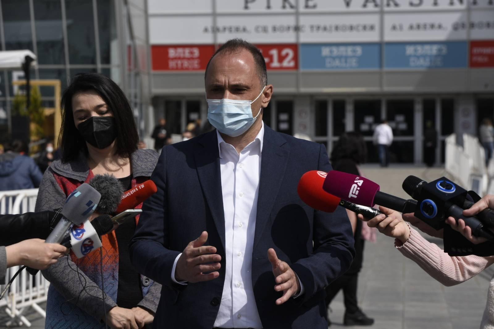 """Филипче: Две илјади кинески вакцини од """"Синофарм"""" пристигнаа на аеродомот во Софија, до вечер ќе пристигнат во земјава"""